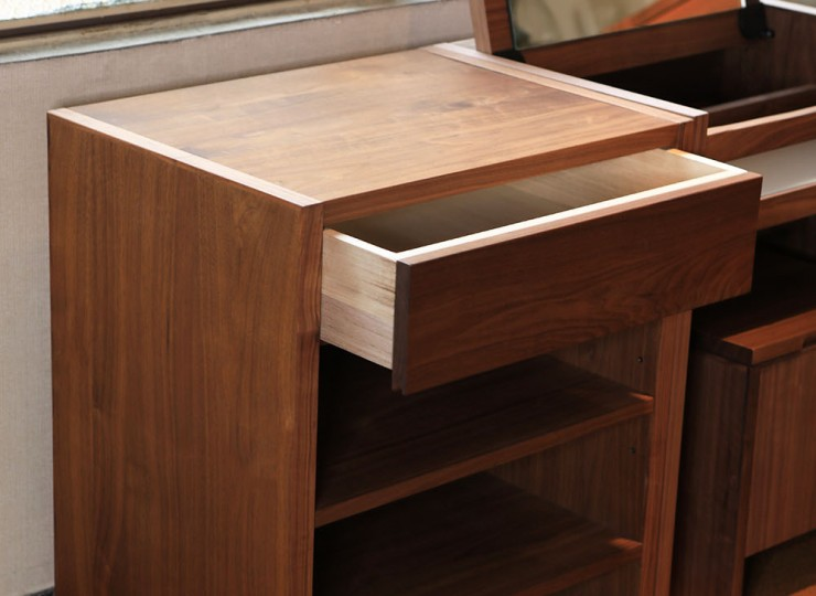 60-dresser shelf